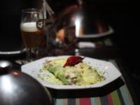 Venezianos Pub Café: Um bar pra jantar, beber e dançar na Cidade Baixa